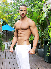 Outdoor muscle show from sexy stud Kevin Collins - Gay porn pics at GayStick.com