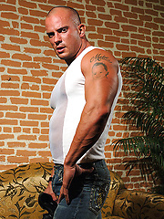 Amateur construction worker from the midwest Troy Hammer photos - Gay porn pics at GayStick.com