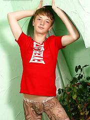Cute boy jacking off - Gay porn pics at GayStick.com