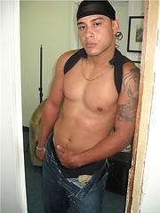 Strong latino jock Adolfo - Gay porn pics at GayStick.com