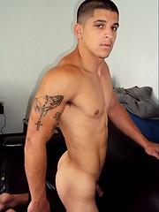 Hot muscled jock naked - Gay porn pics at GayStick.com