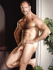 Mature muscle man shows his perfect hairy body