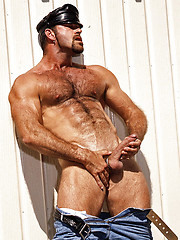 Mature muscle man shows his perfect hairy body - Gay porn pics at GayStick.com