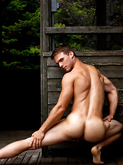 Cute muscle stud naked - Gay porn pics at GayStick.com