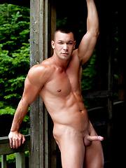 Hot sexy muscle man - Gay porn pics at GayStick.com
