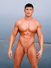 Strong bodybuilder shows his perfect body - Gay porn pics at GayStick.com