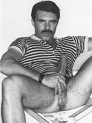 Retro daddy man solo session - Gay porn pics at Gaystick