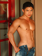 Muscle asian man - Gay porn pics at GayStick.com