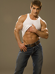Straight bodybuilder undress his clothes and posing before camera