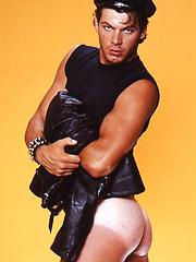 Muscled stud - Gay porn pics at GayStick.com