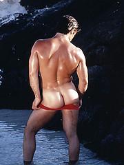 Vintage pics. Muscle man naked. - Gay porn pics at GayStick.com
