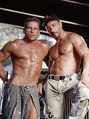 Kissing muscle gays - Gay porn pics at GayStick.com