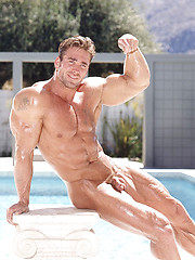 Strong bodybuilder outdoor session - Gay porn pics at GayStick.com