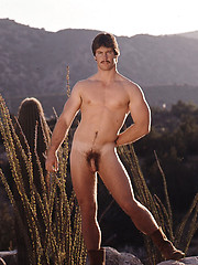 Rancho guy from Texas showing his naked body - Gay porn pics at GayStick.com