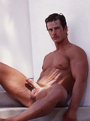 Bronzed bodybuilder from 80s solo shoots - Gay porn pics at GayStick.com
