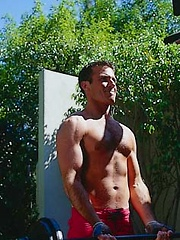 Toned hunk working out outdoors - Gay porn pics at GayStick.com