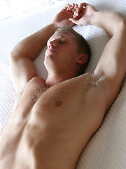 Hot college stud naked - Gay porn pics at GayStick.com