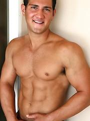 Cute college jock posing naked - Gay porn pics at GayStick.com