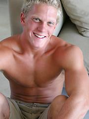 Blonde jock gets naked - Gay porn pics at GayStick.com