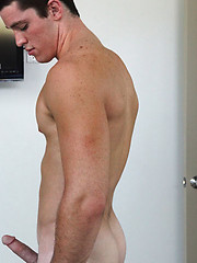 Hot muscle stud Tristan showing his cock - Gay porn pics at GayStick.com