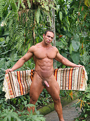 Solid muscleman Vinnie de Angelo posing outdoor - Gay porn pics at GayStick.com