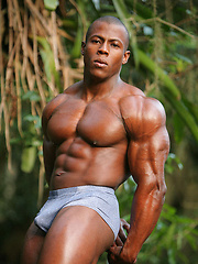 Powerful, straight black bodybuilder Orso Orfeo - Gay porn pics at GayStick.com