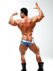 Enzo Pileri , muscle man shows cock - Gay porn pics at GayStick.com