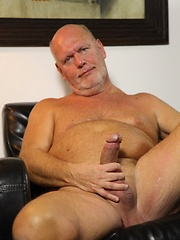 Old daddie Kurt Shaw jacking off his cock - Gay porn pics at GayStick.com