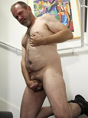 Chubby daddy Rick Wade jacking off - Gay porn pics at GayStick.com