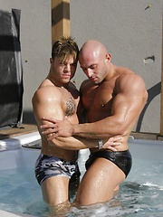 Sean and Dexter play in the shower - Gay porn pics at Gaystick