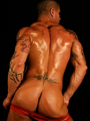 Sexy bodybuilder Luis shows off his body and sexy butt - Gay porn pics at GayStick.com