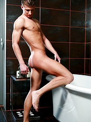 Hot european jock naked - Gay porn pics at GayStick.com