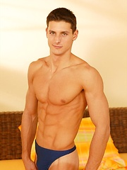Brent Daly shows his perfect ripped body - Gay porn pics at GayStick.com