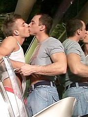 Studs blow hard dick - Gay porn pics at GayStick.com