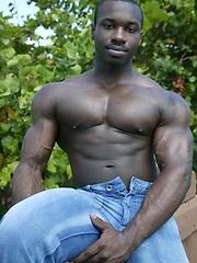 Hot muscled ebony man shows cock - Gay porn pics at GayStick.com