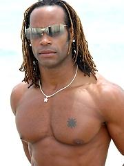 Muscled black man jacking off his big cock - Gay porn pics at GayStick.com