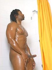 Ebony muscle man naked - Gay porn pics at GayStick.com