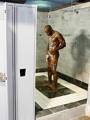 Janitor Service - Gay porn pics at Gaystick