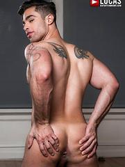 LUCAS LEON SERVICES MICHAEL LUCAS' COCK - Gay porn pics at Gaystick