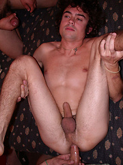 WILLING ABLE - Gay porn pics at Gaystick
