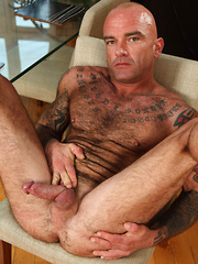 Hairy, muscled and very masculine, bisexual Seth showing his furry body - Gay porn pics at Gaystick