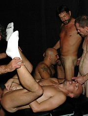 Daddy pigs have groupsex in the dungeon