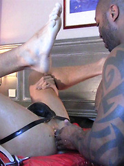 Amerifist warms up the very hot slip pig - Gay porn pics at GayStick.com