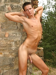 Hot jock jacking off his cock outdoors - Gay porn pics at GayStick.com