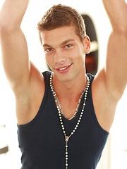 Young jock Julien Hussey solo pin-up - Gay porn pics at GayStick.com