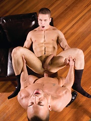 Marc Dylan presents his smooth ass for Steve Vex - Gay porn pics at Gaystick