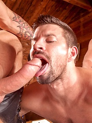 Gay threesome in hunting lodge - Gay porn pics at GayStick.com
