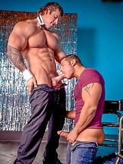 Biggest muscle porn star Zeb fucks Marcus Ruhl