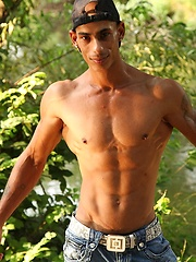Bronzed guy shows his beefy body - Gay porn pics at GayStick.com