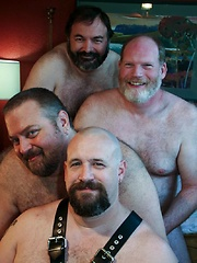 Phoenix Phurfest 4-Way Suck-Off - Gay porn pics at GayStick.com